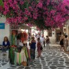 步行在有名的Matoyianni街