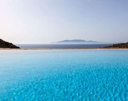 The endless blue of the pool and the sea uniting and leading to the island of Naxos