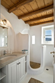 The guest house bathroom