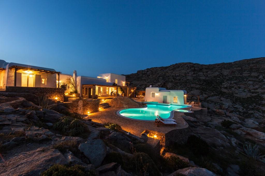 泳池别墅的外观